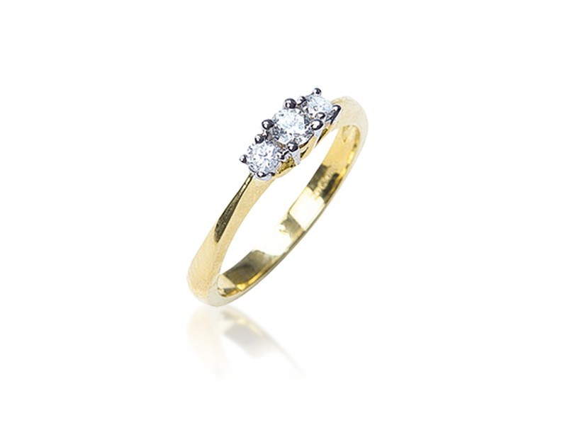 3 stone 9ct Yellow & White Gold ring with 0.25ct Diamonds in white gold mount.