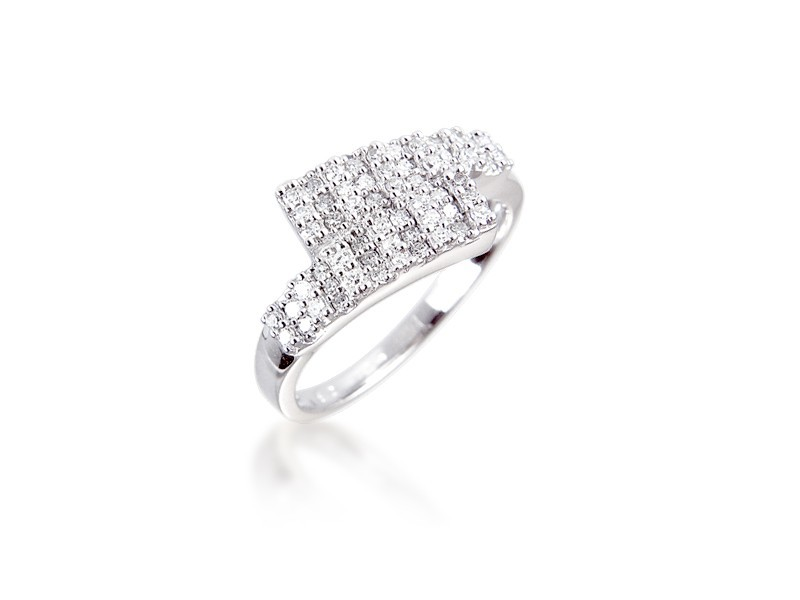 9ct White Gold ring with 0.25ct 0.25ct Diamonds.