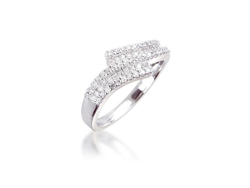9ct White Gold ring with 0.25ct Diamonds.