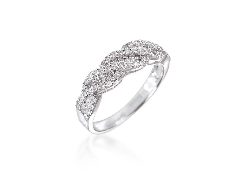 9ct White Gold ring with 0.30ct Diamonds.