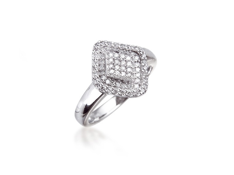 9ct White Gold ring with 0.27ct Diamonds.