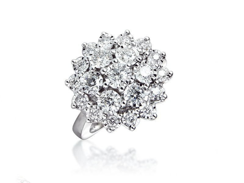 9ct White Gold ring with v Diamonds.