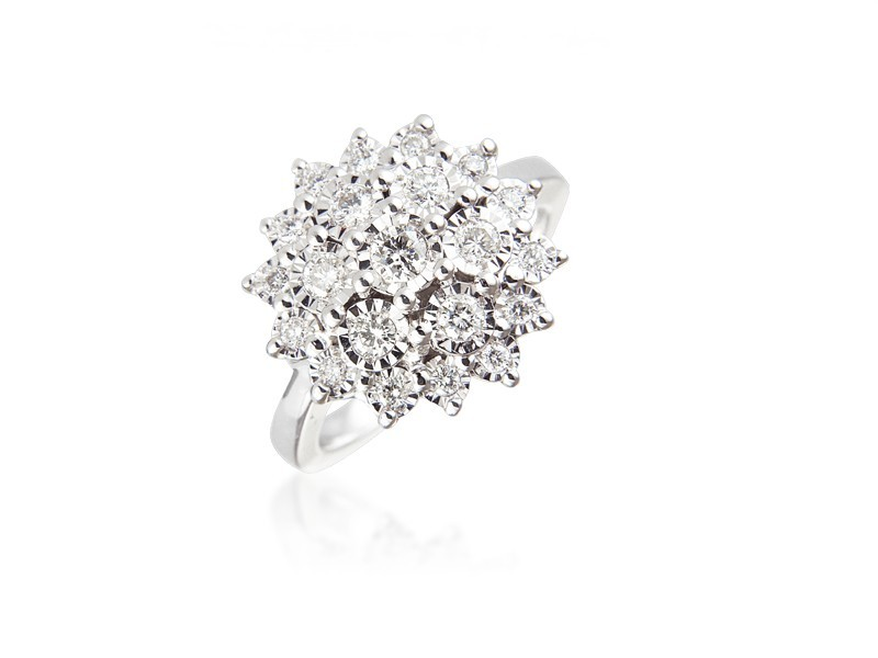 9ct White Gold ring with 0.50ct Diamonds.