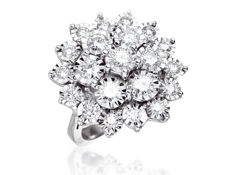 9ct White Gold ring with 2.00ct Diamonds.