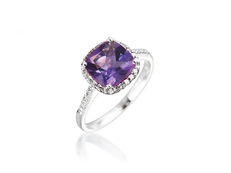9ct White Gold ring set with Diamonds & 2.75ct Amethyst Centre Stone