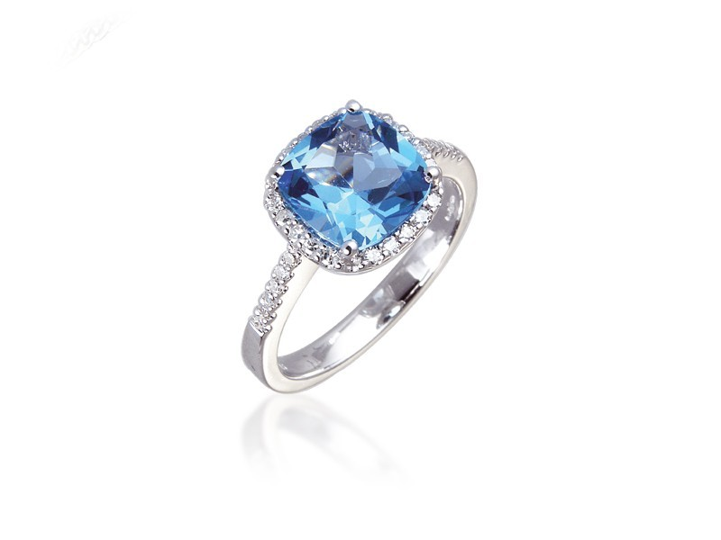 9ct White Gold ring set with Diamonds & 2.75ct Blue Topaz Centre Stone