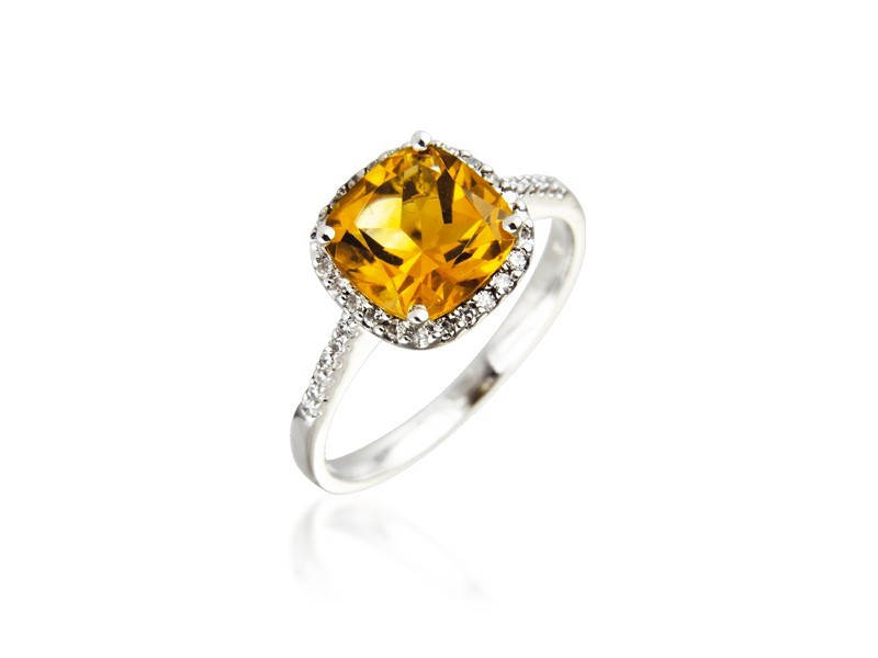 9ct White Gold ring set with Diamonds & 3.30ct Citrine Centre Stone
