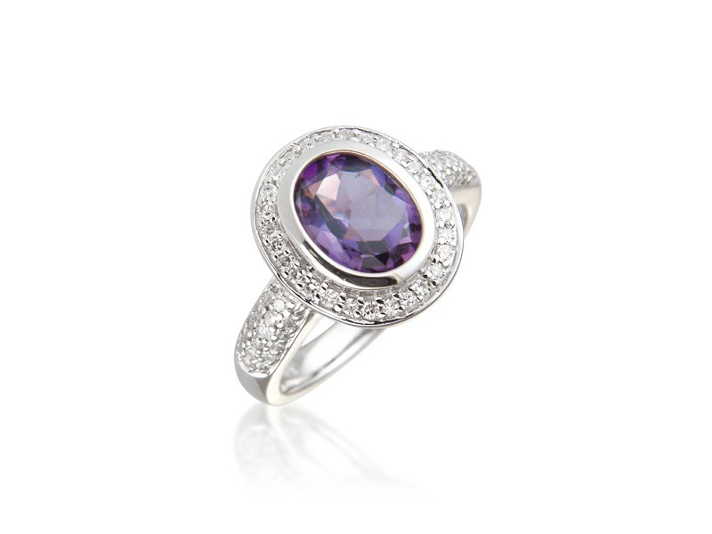 .9ct White Gold ring set with Diamonds & 2.00ct  Oval Shape Amethyst Centre Stone