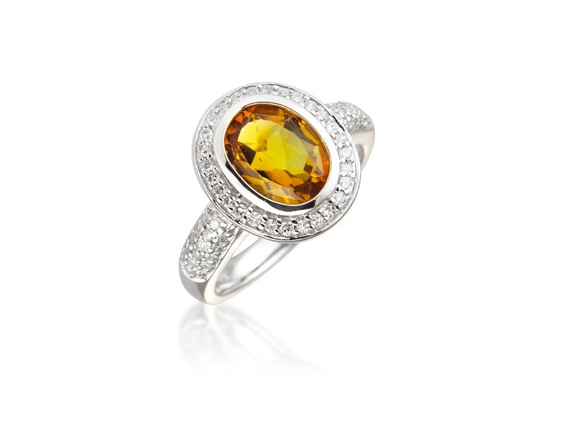 9ct White Gold ring set with Diamonds & 3.00ct Oval Shape Citrine Centre Stone