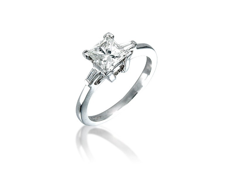 Platinum 1.00ct Diamonds Solitaire Engagement Ring